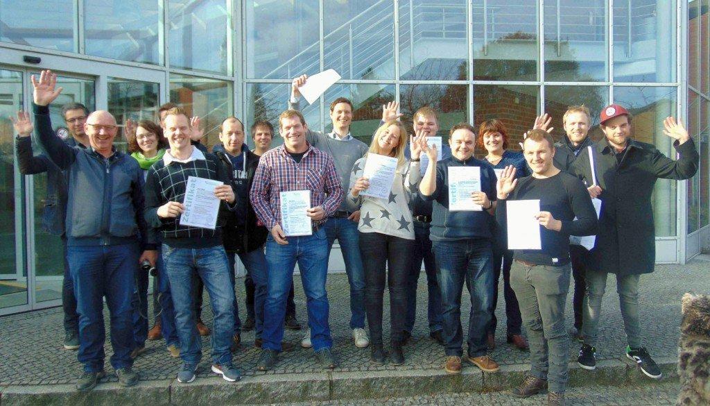 Die neuen Zertifizierten Fachkräfte mit ihren Zertifikaten