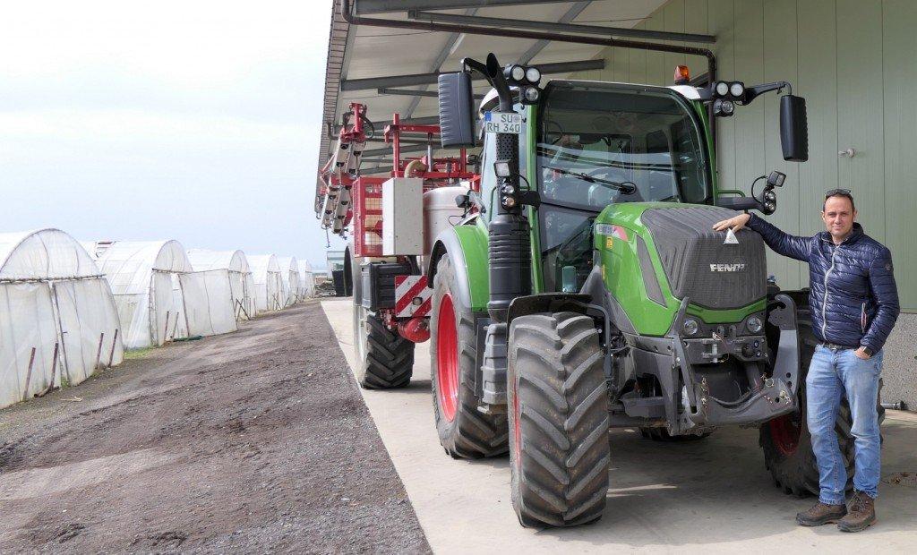 Ralf Hensen mit Traktor
