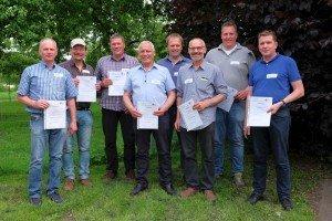 Auf dem Erdbeerstammtisch wurden auch die Zertifikate Anerkannter Obstbaufachbetrieb 2017-19 übergeben.