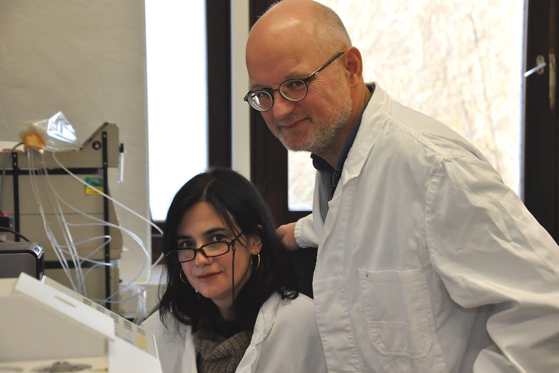 Experten für Pflanzenanalytik: Dr. Maria João Pimenta Lange und Professor Theo Lange vom Institut für Pflanzenbiologie der TU Braunschweig. Foto: Stephan Nachtigall