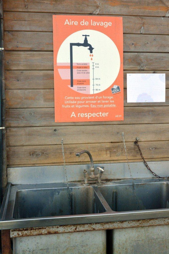 Informationen zum Brunnen an der Waschstation. Foto: Heike Sommerkamp
