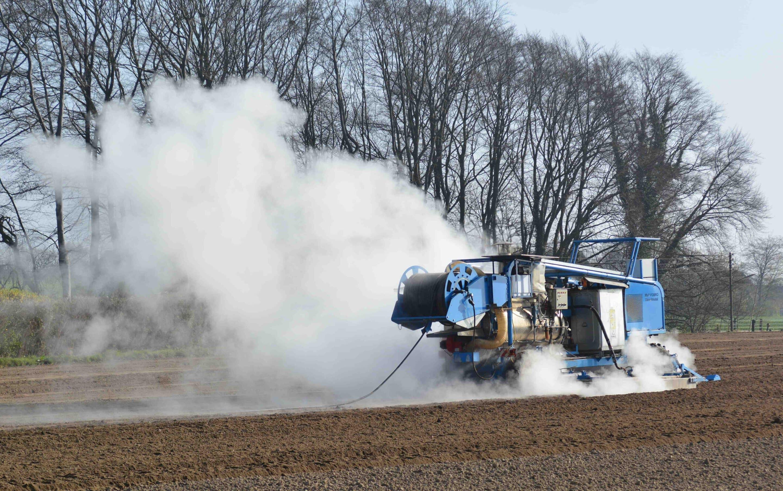 Dämpfmaschine Im Freien Feld. Foto: Heike Sommerkamp